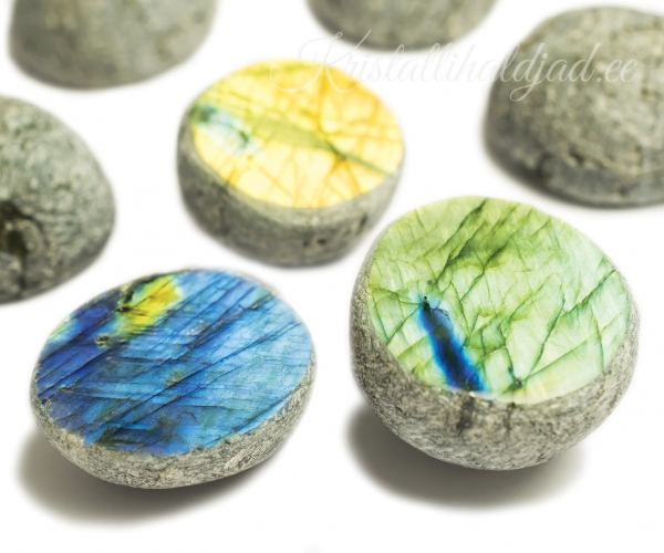 labradoriit-kristallihaldjad