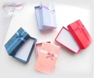 Kinkekarp lipsuga keskmine, erinevad värvid
