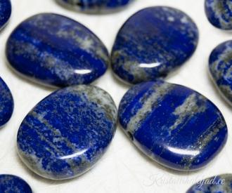 Lapis lazuli ehk lasuriit auguga