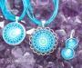 Krüsokolla ja türkiis kristallimandala ehted
