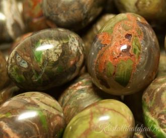 Rüoliit, vihmametsa jaspis lihvitud
